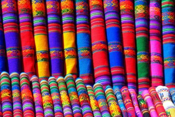 Pixabay_red-blue-and-yellow-textile-87004